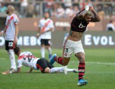 Gabriel Barbosa fue la figura del Flamengo en los últimos minutos contra River Plate. (Foto Prensa Libre: AFP)