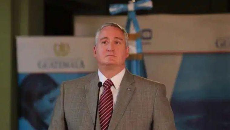 El ministro de Gobernación, Enrique Degenhart, da declaraciones luego de un gabinete de gobierno. (Foto Prensa Libre: Hemeroteca PL).