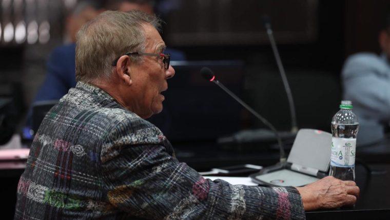 """Manuel Benedicto Lucas García expuso su defensa durante tres horas en el Juzgado de Mayor Riesgo B y reiteró en varias ocasiones que """"no hubo genocidio"""" y aclaró que solo atacaron a grupos de guerrilleros. (Foto Prensa Libre: Miriam Figueroa)"""