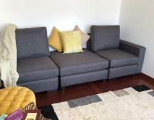 Los sillones de tres espacios son fabricados como piezas separadas para poderlos adecuar a los inmuebles. (Foto, Prensa Libre: Furco).