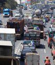 A partir del lunes 2 de diciembre se prevé transitarán solo en la Ciudad de Guatemala 1 millón 500 mil automotores diariamente. (Foto Prensa Libre: Hemeroteca)