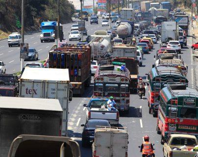 El tránsito del fin de semana será complicado, según la PMT de la Ciudad de Guatemala. (Foto Prensa Libre: Hemeroteca)