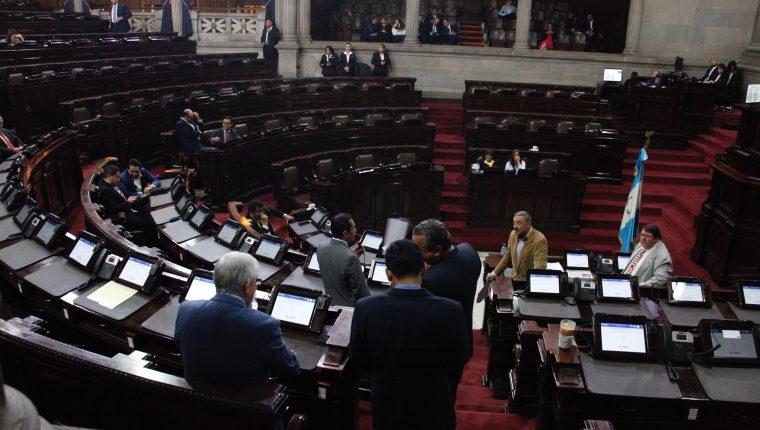 Diputados discuten iniciativas para reformar algunas leyes. (Foto Prensa Libre: Noé Medina)