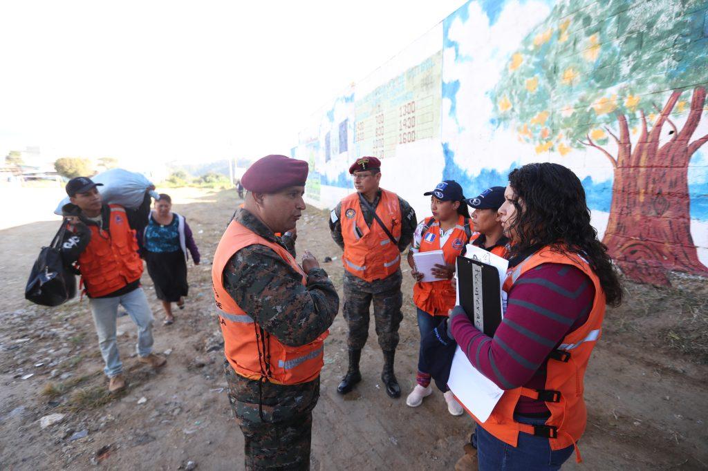Mientras se realizaba la planificación la señora Elda Chávez fue la primera en decidir irse del lugar. Foto Prensa Libre:  Óscar Rivas