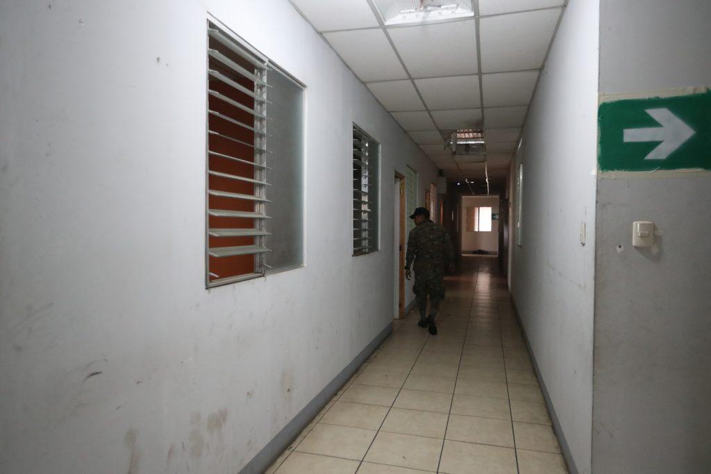 Elementos del Ejército de Guatemala revisan el lugar. Foto Prensa Libre: Óscar Rivas