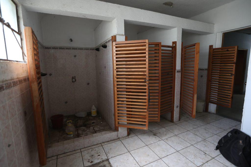 Los baños aún eran reparados. Foto Prensa Libre: Óscar Rivas