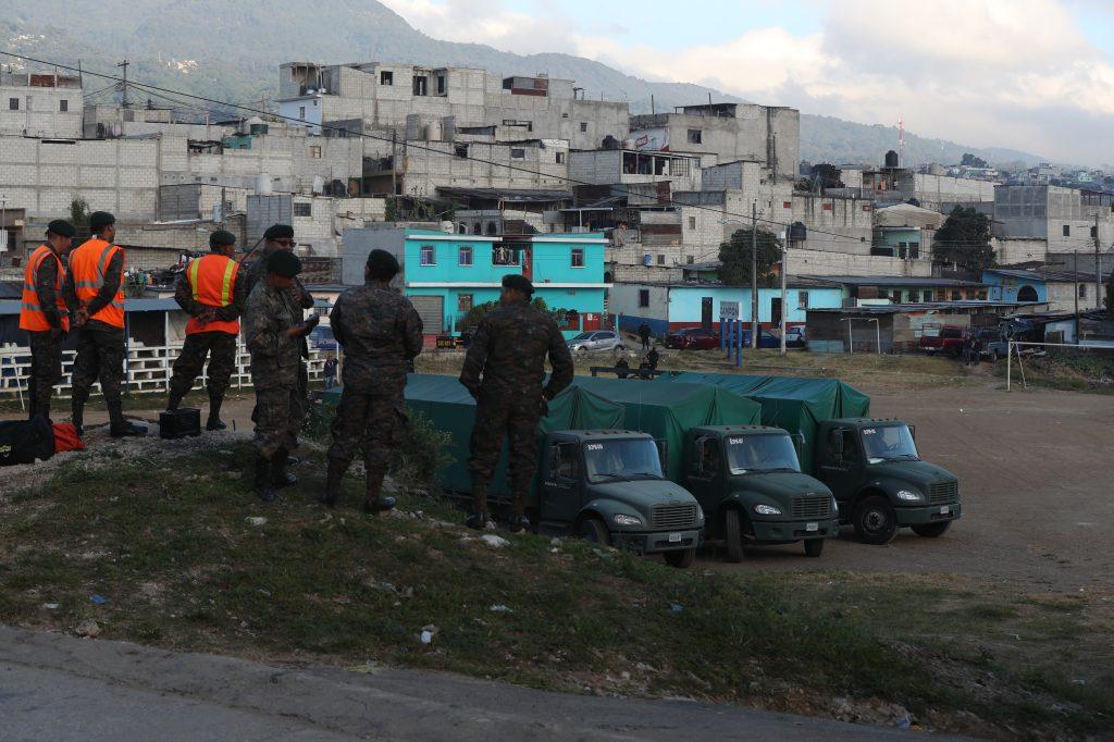 Los vecinos recibieron con agrado la noticia de que serían trasladados pero por su voluntad, que no serían forzados. Foto Prensa Libre: Óscar Rivas