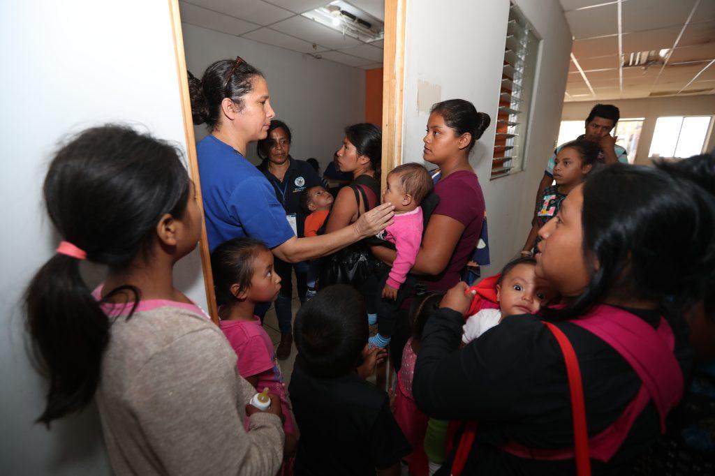 En el lugar se prestó atención médica a los albergados. Foto Prensa Libre: Óscar Rivas
