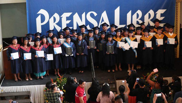Voceadores de Prensa Libre avanzan en su educación, gracias al apoyo de la Escuela de Voceadores de este diario. (Foto Prensa Libre: Carlos Hernández Ovalle)