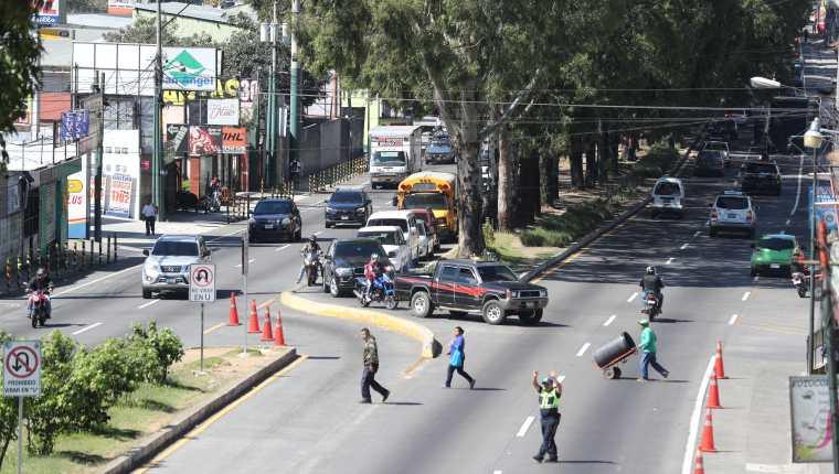 Múltiples problemas de tráfico se generan en el paso por San Lucas Sacatepéquez por lo cual el CIV piensa construir un viaducto. (Foto Prensa Libre: Hemeroteca PL)