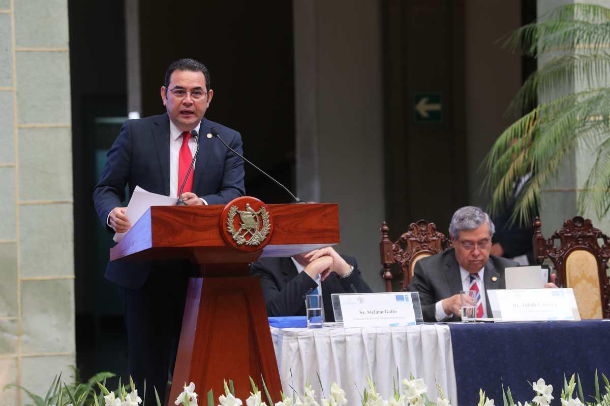 Abogados piden a Jimmy Morales vetar decreto de aceptación de cargos aprobado por el Congreso