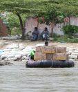 El contrabando de mercancías en el río Suchiate se incrementa por la época del año, según las autoridades. (Foto Prensa Libre: Hemeroteca)