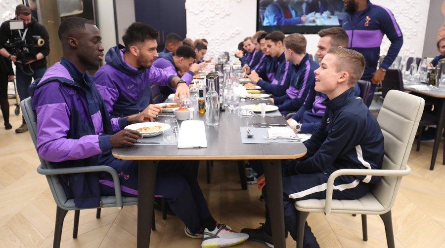 Mourinho invita al recogepelotas a comer con el equipo