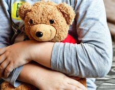 El objeto de transición representa el apego que el bebé siente por sus padres, y le ayuda a controlar la ansiedad por separación que pueda experimentar en algunos momentos, o bien durante la etapa en la que el bebé comienza a identificar que es un ser independiente a su madre. (Foto Prensa Libre: Servicios)