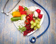 Cuidar la alimentación según su edad puede prevenir enfermedades en el futuro. (Foto Prensa Libre: Servicios).