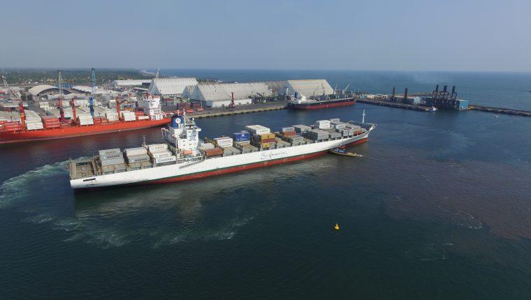 El sistema portuario tiene proyectado invertir unos US$276 millones en infraestructura y acondicionar sus operaciones ante la demanda del crecimiento del comercio global. (Foto Prensa Libre: Hemeroteca)