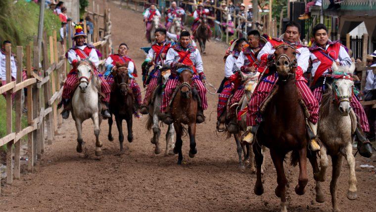 La Carrera de las Ánimas, se lleva a cabo cada año el 1 de noviembre en Todos Santos Cuchumatán, Huehuetenango.