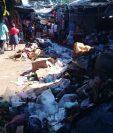 El tres de aseo municipal de Retalhuleu no recoge la basura en los mercados. (Foto Prensa Libre: Rolando Miranda)