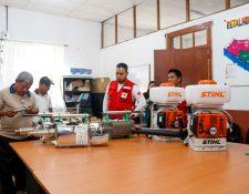 Autoridades de Salud recibieron de parte de Cruz Roja Guatemalateca tres Termonebolizadores y dos Nebolizadores con un costo de Q57 mil (Foto Prensa Libre: Rolando Miranda).