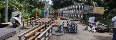 Puente Bailey instalado hace 12 años está corroído y tiene dañados los tensores. (Foto Prensa Libre: Marvin Tunchez)