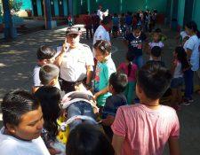 La Policía Nacional Civil implementó  en Retalhuleu un curso de vacaciones para niños. (Foto Prensa Libre: Rolando Miranda)
