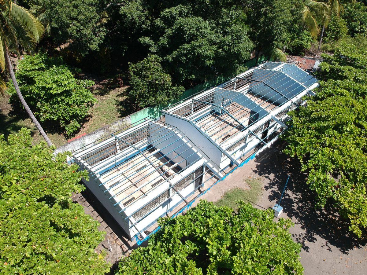 Aulas permanecen sin techo pese a que remozamiento empezó hace seis meses