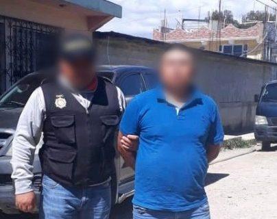 Víctor Castro Chivalán, de 35 años, sindicado de traficar personas a Estados Unidos fue detenido por Policía Nacional Civil. (Foto Prensa Libre: Mike Castillo)