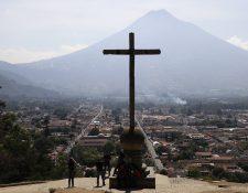 Antigua Guatemala, asentada en el Valle de Panchoy, vista desde el cerro de La Cruz. (Foto Prensa Libre: Julio Sicán)