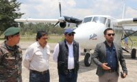 Francis Argueta, director de Aeronáutica Civil, en compañía del diputado Fernando García, visitaron Quiché y anunciaron la construcción del aerodromo. (Foto Prensa Libre: H. Cordero)