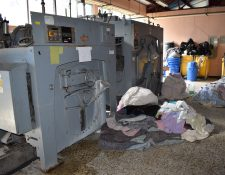 Lavadoras con más de 25 años de uso en el Hospital Regional de Quiché necesitan ser reemplazadas. (Foto Prensa Libre: Héctor Cordero)