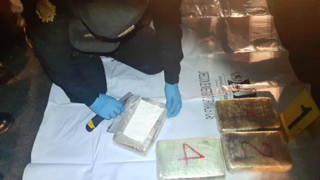 Hombre detenido en San Cristóbal Totonicapán transportaba cocaína valorada en US$53 mil - Prensa Libre