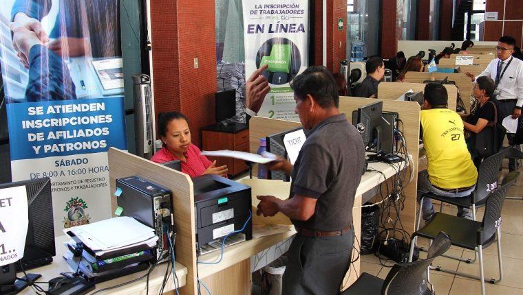 Afiliados del Seguro Social sin empleo podrán optar al programa de vejez. (Foto Prensa Libre: Hemeroteca PL)