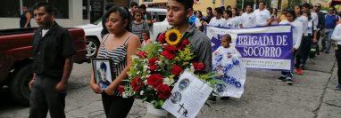 Hoy fueron inhumados los restos de Wilmer Raúl Muñoz Castro voluntario en instituciones de socorro en Suchitepéquez. (Foto  Prensa Libre: Marvin Tunchez)