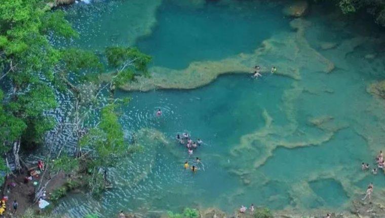 Vista aérea del sitio turístico Semuc Champey, en Lanquín, Alta Verapaz. (Foto Prensa Libre: Hemeroteca PL)