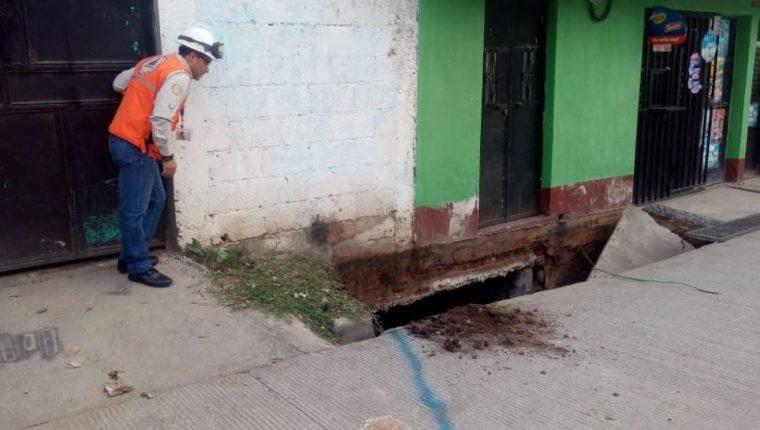 Casa en riesgo en la 1a avenida y 2 calle de la colonia San Felipe, Boca del Monte. (Foto Prensa Libre: Conred).