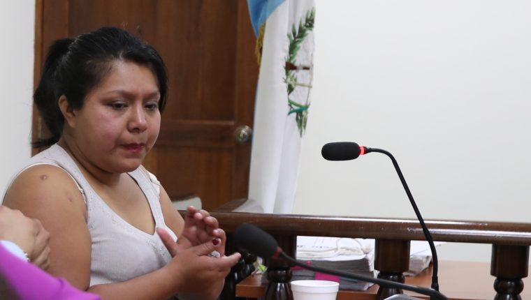 Greysi Yohana Mejía Chilel, de 28 años, es señalada de matar a su esposo. (Foto Prensa Libre: María Longo)