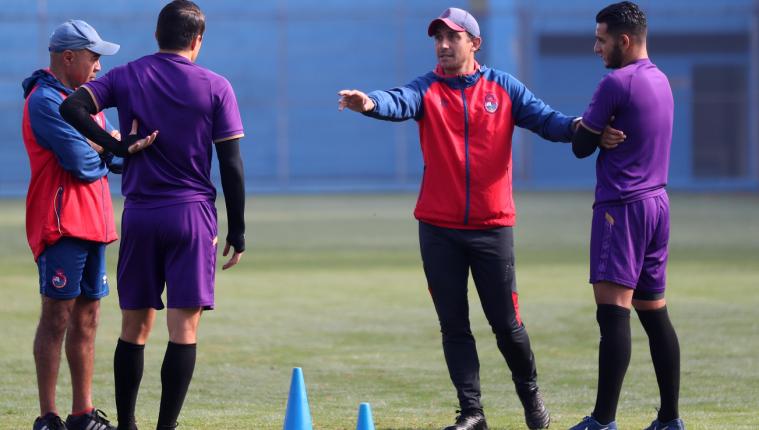El entrenador argentino Sebastián Bini espera volver pronto a los entrenamientos. (Foto Prensa Libre: Hemeroteca PL)