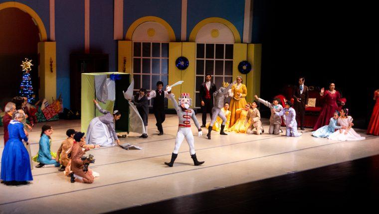 La obra El Cascanueces tiene 25 años de presentarse en el país. (Foto Prensa Libre: Ballet Nacional de Guatemala).