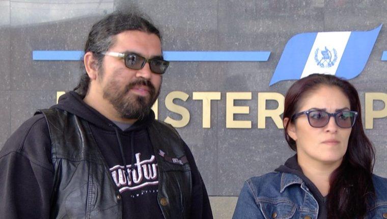 Andy López y Karen Osorio, padres de Kaila López, exponen la razón por la que ratificaron denuncia en el MP por el fallecimiento de su hija (Foto Prensa Libre: Miriam Figueroa).