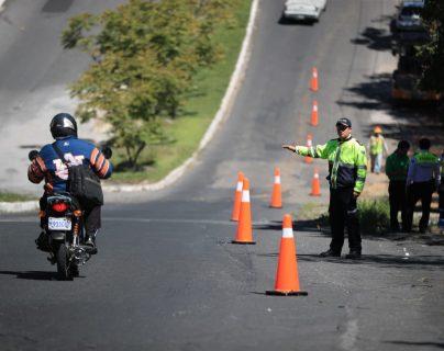 """La Municipalidad de Mixco cerrará dos carriles en """"el columpio"""" de Tulam Tzu para continuar con las reparaciones. (Foto Prensa Libre: Carlos Hernández)"""