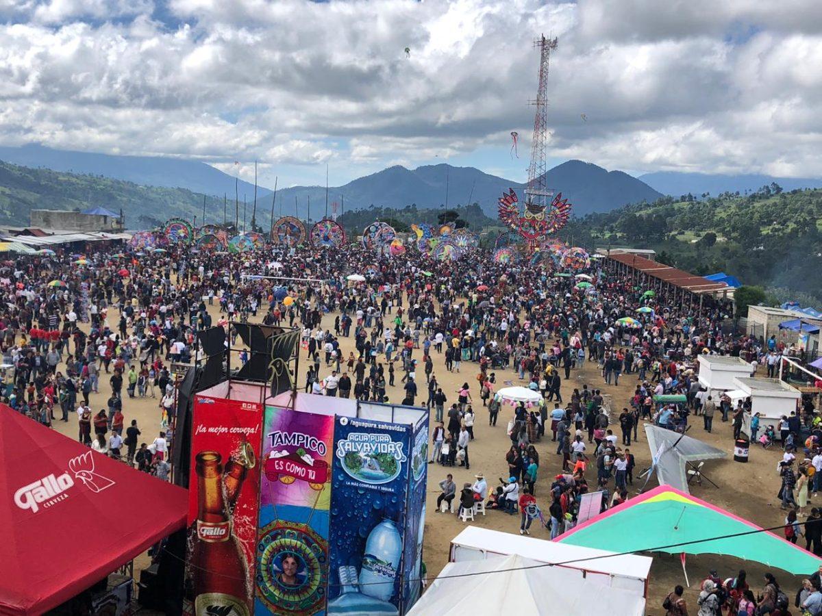 Miles de turistas acuden a festivales de barriletes en Sumpango y Santiago Sacatepéquez