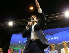 El candidato presidencial Luis Lacalle Pou, del Partido Nacional pronuncia un discurso tras conocerse los resultados de la segunda vuelta (Foto Prensa Libre: Efe)