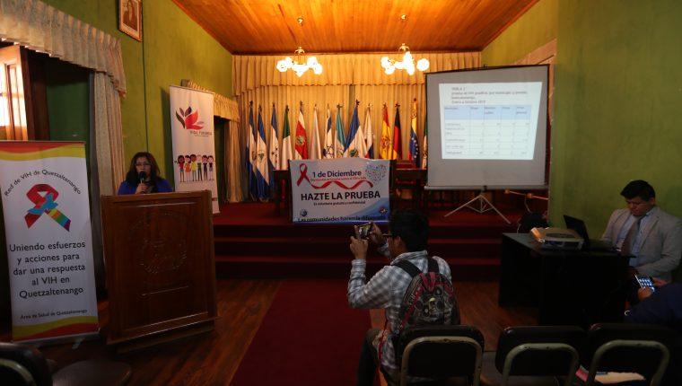 La Red de VIH de Quetzaltenango, conformada por organizaciones gubernamentales y no gubernamentales, expuso las estadísticas de nuevos casos de VIH en el departamento. (Fotos Prensa Libre: María Longo)