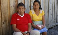 Los esposos Arturo López y Feliciana Miche no tienen dinero para pagar el alquiler de una casa. (Foto Prensa Libre: Julio Sicán)