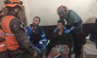 Un turista alemán fue rescatado este lunes 4 de noviembre, luego de haber permanecido varias horas perdido entre el Volcán de Fuego y Acatenango. (Foto Prensa Libre: Conred)