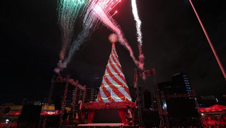 Un show de mapping sobre el Árbol Gallo fue la previa a la inauguración oficial. (Foto Prensa Libre: Keneth Cruz)
