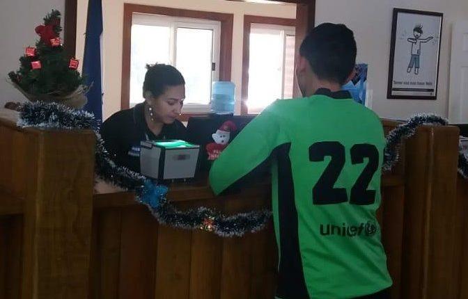 José Ardón Montoya es recibido por las autoridades hondureñas este viernes 22 de noviembre. (Foto Prensa Libre: Cancillería Honduras)