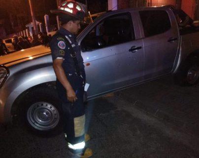 El vehículo en donde viajaban los guardaespaldas quedó con perforaciones de arma de fuego. (Foto Prensa Libre: cortesía Manuel Sánchez)