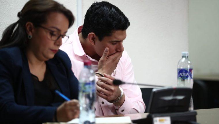 Jabes Meda, de 28 años, escucha la resolución del juez que lo condena a prisión por atropellar a estudiantes en abril de 2017. (Foto Prensa Libre: Carlos Hernández)