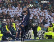 Zidane y Mbappé chocan durante el partido en el Bernabéu. (Foto Prensa Libre: Twitter)